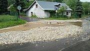 Následky přívalového deště, který postihl ve středu 23. května část Lipové-lázní.