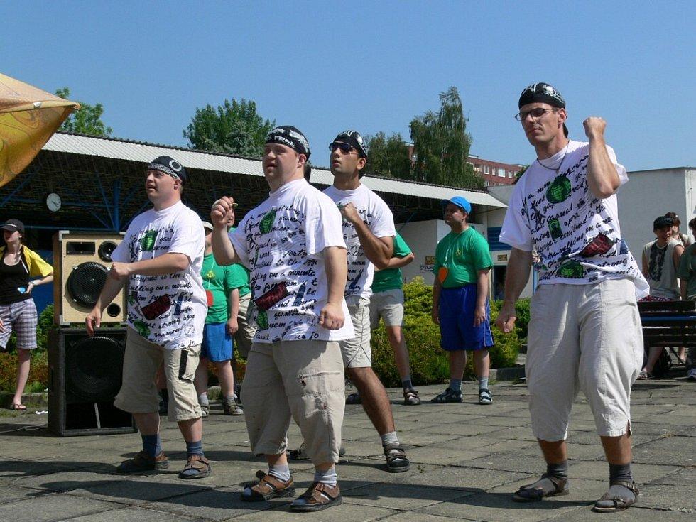 Klienti z ústavu v Olšanech nacvičili taneční vystoupení. Sklidilo obrovský úspěch.