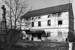 POKROK NEZASTAVÍŠ. Budova bývalého mlýna ve Vikýřovicích ustoupila výstavbě silničního průtahu.