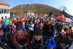 Na start letošního ročníku Rock Point – Horské výzvy v Koutech nad Desnou se letos postavilo na devět stovek závodníků. Ve vyšších partiích Jeseníků na běžce čekalo plno sněhu.
