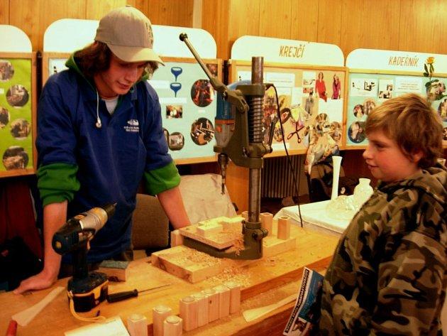 Učni ze šumperské střední odborné školy a učiliště předváděli na výstavě ukázky z odborného výcviku.