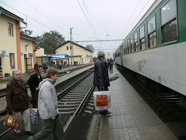 Vlaky mezi Červenkou a Zábřehem už jezdí rychleji.