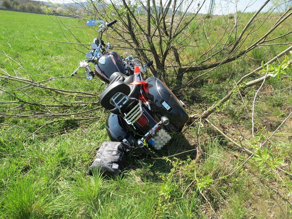 Nehoda motorkáře u Chromče