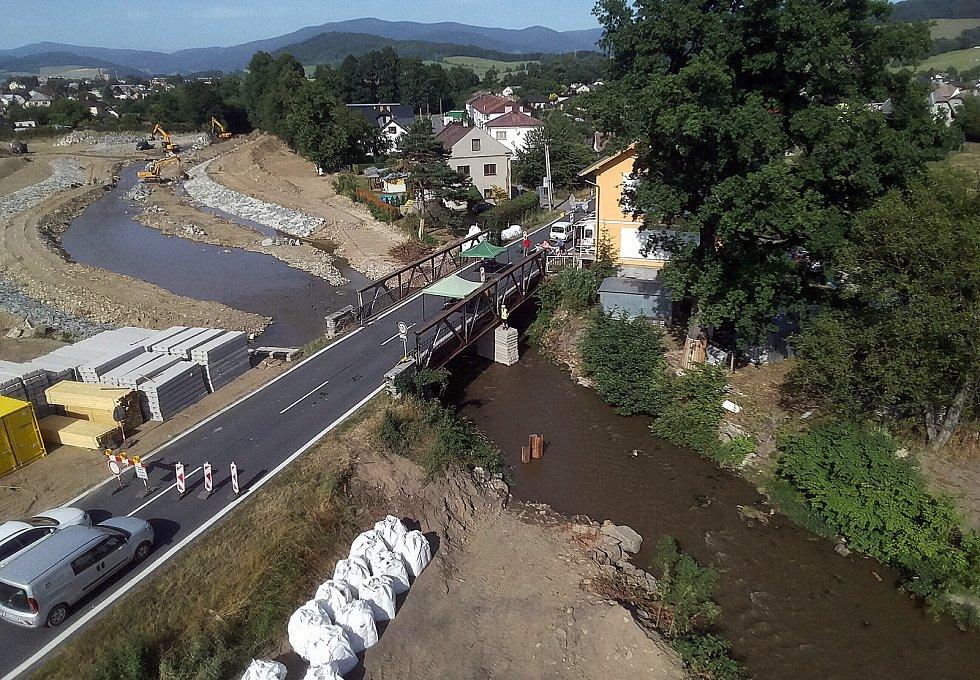 Stavba mostu přes řeku Desnou mezi Petrovem a Rapotínem