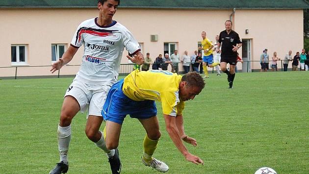 Fotbalisté Velkých Losin (bílé dresy) doma podlehli Šumperku