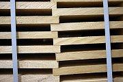 Již od roku 1922 vyrábí loštická firma Metrie skládací dřevěné metry.