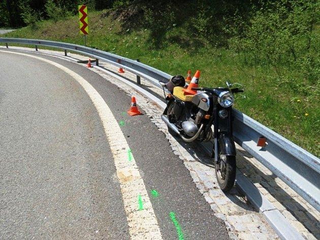 Motocyklista havaroval cestou na Červenohorské sedlo.