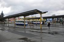 Autobusové nádraží v Šumperku 6. dubna ráno.
