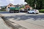 Úsek silnice v Bludově, který čeká oprava. Křižovatka u zámku.