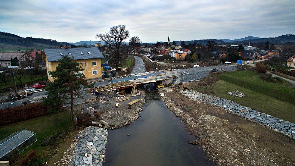 Nový most přes řeku Desnou mezi Petrovem a Rapotínem