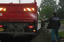 Vojáci a technika Záchranné roty Olomouc v akci ve Staré Červené Vodě