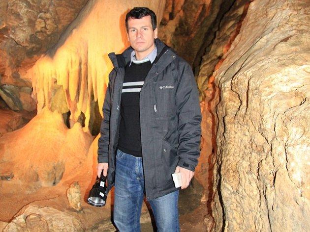 Vedoucí jeskyní Na Pomezí Martin Kubalák.