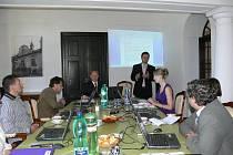 Zábřežští radní přijali pozávní majitelů zámku na Skaličce a zasedali tam místo na radnici