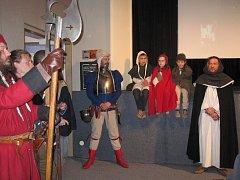 Stejně jako v Plzni, Praze nebo Olomouci, nechyběly při zábřežské premiéře filmové kostýmy, bubeníci ani zbrojnoši.
