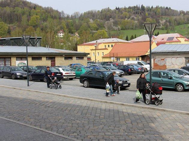 Prostor mezi Masarykovým náměstím a tržnicí v Jeseníku hyzdí neudržovaná proluka.