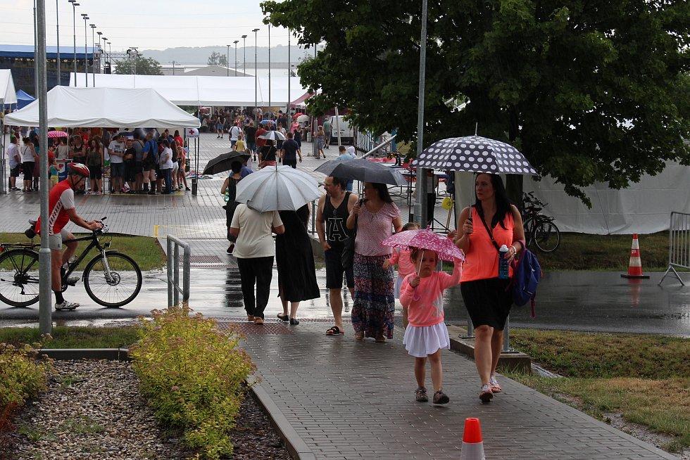 Mohelnický závod Hella navštívily v sobotu 9. června tisíce lidí.