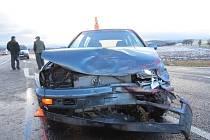 Nedání přednosti v jízdě bylo příčinou dopravní nehody, která se stala ve čtvrtek 28. listopadu v Javorníku. Řidič Seatu Toledo nerespektoval značku Dej přednost v jízdě a vjel do cesty Volkswagenu Golf.