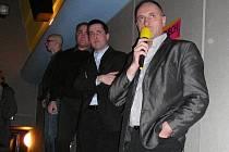 Ve čtvrtek 17. února se v jesenickém kině Pohoda konalo veřejné projednání projektu wellness centra. V popředí s mikrofonem místostarosta Petr Procházka (ODS), za ním místostarosta Libor Halas (Mladí pro Jeseník)