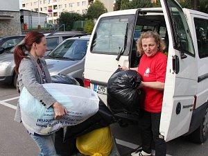 Operátorky ČEZ v Zábřehu věnovaly přes dva metráky oblečení a hraček