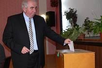 Starostou Loštic byl v pondělí 8. listopadu opět zvolen Ctirad Lolek kandidující za Nezávislé demokraty
