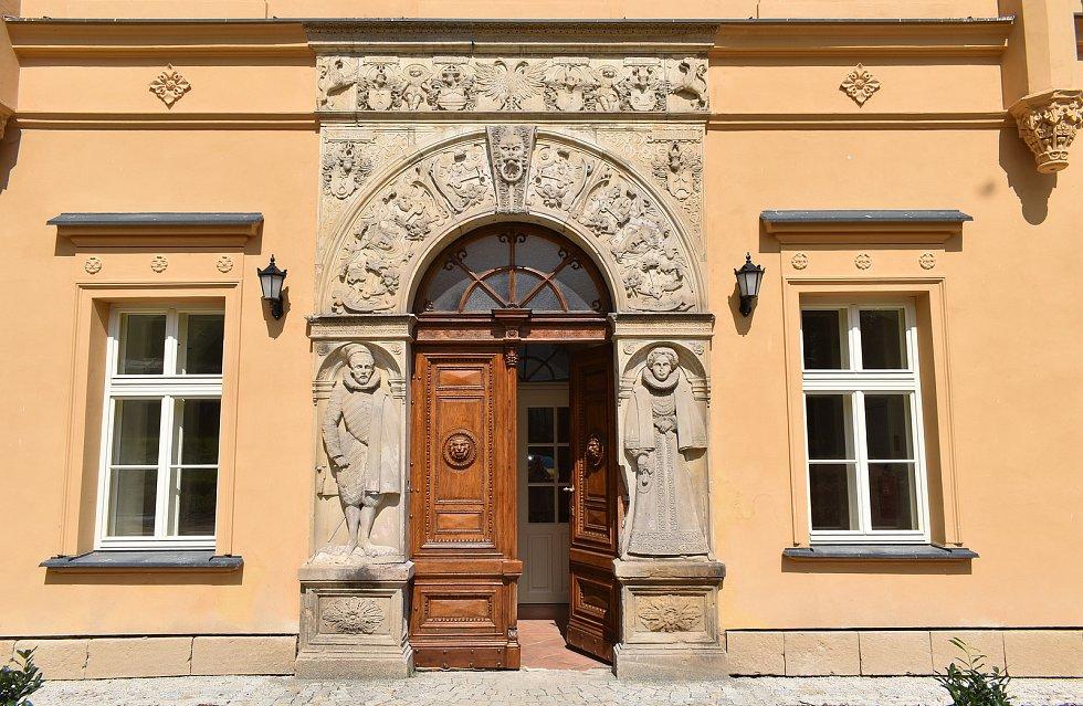 Slavnostní otevření rekonstruovaného zámku Třemešek u Dolních Studének. 21. července 2021