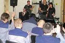 Struny za mřížemi - koncert v mírovské věznici