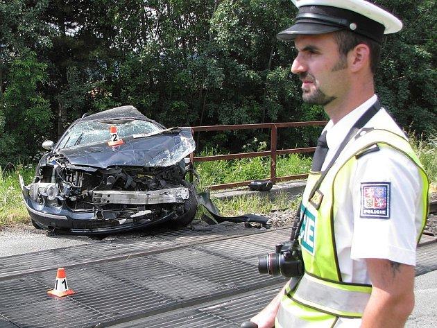 Srážka terénního osobního vozu s vlakem se stala v neděli o půl desáté ráno v Šumperku.