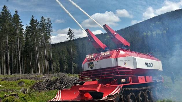 Požární tank SPOT - 55 v akci