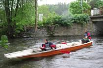 Parta vodáků kolem vikýřovické půjčovny lodí Tydra čistila už potřetí břehy řeky Moravy.
