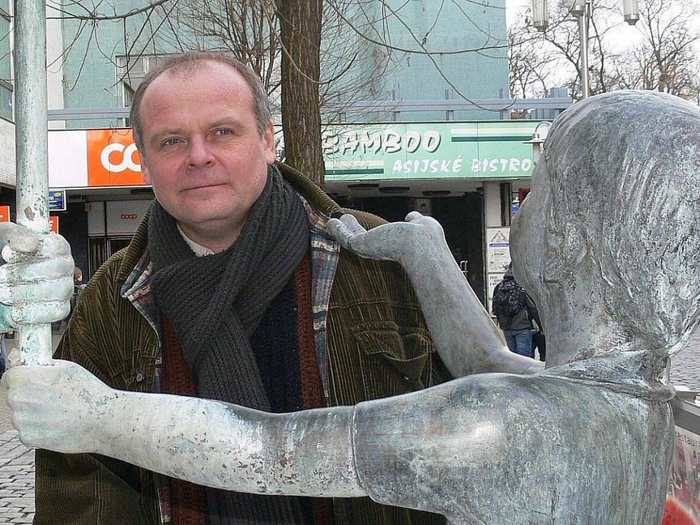 Igor Bareš na pěší zóně v Šumperku