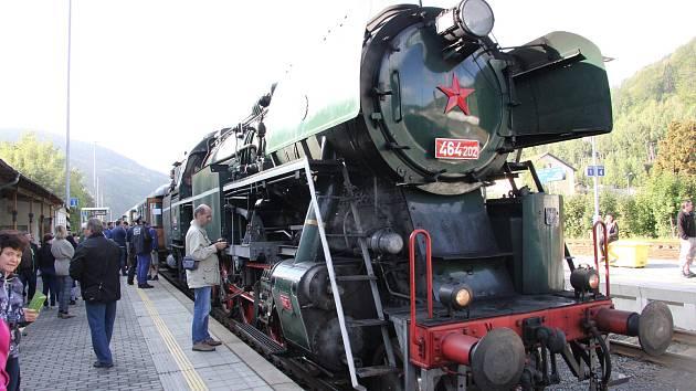 Parní vlak vedený lokomotivou Rosnička.