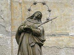 Barokní pískovcový sloup se sochou Panny Marie Sedmibolestné u kostela svatého Jiljí v Úsově je hodnotným sochařským dílem z počátku osmnáctého století. Teď jej ministerstvo kultury prohlásilo za kulturní památku.