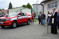 Zábřežští dobrovolní hasiči si slavnostně převzali nový automobil.