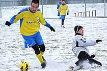 Fotbalisté Šumperku (ve žlutém) v sobotní přípravě proti Zábřehu
