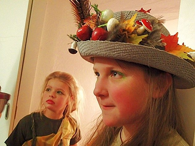 Své výtvarné práce inspirované jarními pranostikami vystavují v těchto dnech v Galerii Tunklův dvorec v Zábřehu děti ze Základní a mateřské školy v Lukavici. Vernisáž výstavy uvedly pohádkou O Smolíčkovi.