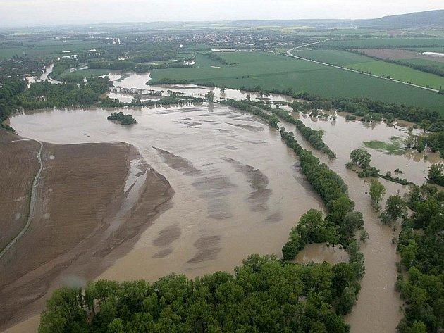 Řeka Bečva. Úterý 18. května 2010 v 7.30 hodin ráno
