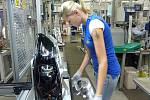 Závod Hella Mohelnice vyrábí světlomety a zadní lampy pro automobily.