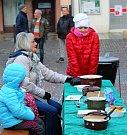 Členové Cechu přátel pátého ročního období v Mohelnici připravili na stříbrnou adventní neděli tradiční zabíjačku.