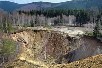Důlní propadlina Žebračka u Zlatých Hor.