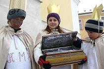 Koledníci v zábřežském děkanátu si šli v neděli 5. prosince pro požehnání kříd v kostele svatého Bartoloměje