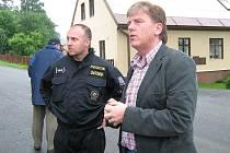 Předseda Sněmovny Miloslav Vlček spolu s šéfem jesenické policie Ladislavem Sohrem