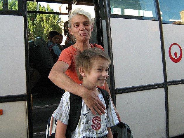 Ladislav Eberle si se svou maminkou konečně mohl po dvou měsících vyzvednout své vysvědčení