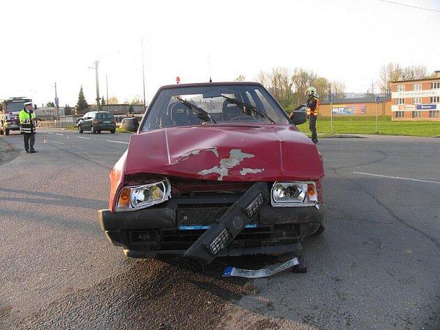 Dvě lehká zranění si vyžádala 28. dubna před sedmou večer nehoda na křižovatce Uničovské a Vikýřovické ulice v Šumperku