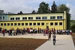 Otevření nového multifunkčního školního sportovního areálu u základní školy v Hrabišíně.