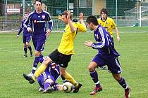 Mohelnice v sobotním utkání s Kravařemi (žluté dresy)