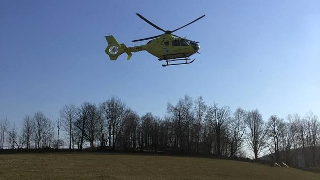 Pro zraněného muže po havárii na elektrokole u Pekařova v Jeseníkách musel přiletět vrtulník. 9.4. 2020