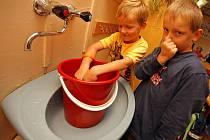 Většina škol přistoupila k důslednější hygieně svých žáků.