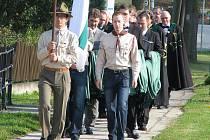 Stanislav Balík ml. v čele průvodu při Bohoslužbě vojenského a špitálního řádu sv. Lazara Jeruzalémského, která se konala v Bludově 17. září