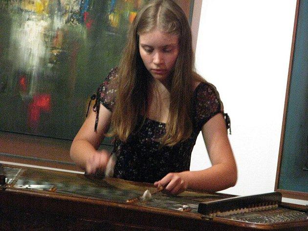 V pátek 8. dubna vystoupí ve foyer zábřežského kulturního domu zábřežská cimbálovka (ilustrační foto)