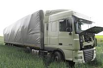 Nehoda kamionu 6.6. 2012 mezi Rovenskem a Postřelmůvkem.